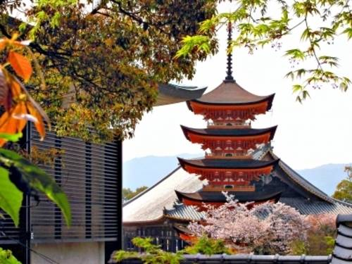 Pagode am Itsukushima-Schrein auf der Insel Miyajima