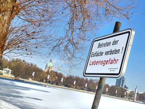 Hinweis Eisfläche Betreten Verboten Lebensgefahr!