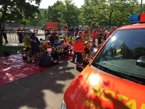 Auf dem Gelände des Stöckener Bades fand am Samstagvormittag eine Großeinsatzübung mit einem Massenanfall von verletzten Personen statt.