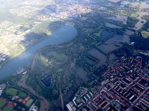 Luftbild von Teilen der Leinemasch, des Maschsees und der Südstadt