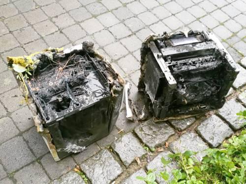 Zwei Drucker mit starken Brandschäden.