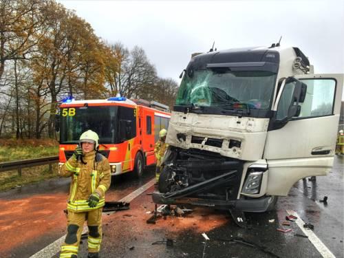 Zwei verletzte Personen und hoher Sachschaden bei LKW-Unfall auf der BAB 2.