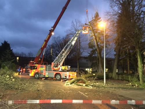 Seit 12:30 Uhr ist die Feuerwehr Hannover bei mehr als 160 Sturmeinsätzen im Dauereinsatz.