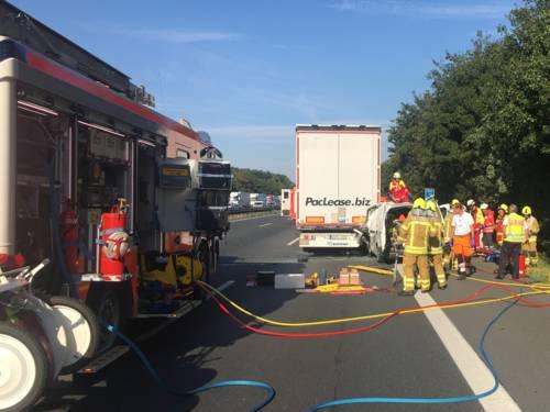 In stockendem Verkehr war der Transporter vom Typ Citroen Berlingo gegen 08:20 Uhr ca. 300 Meter vor der Ratsstätte Garbsen auf einen Lkw geprallt.