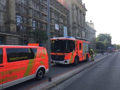 Die hannoverschen Brandschützer erwartete vor Ort eine von außen sichtbare Rauchentwicklung aus dem Gebäude.
