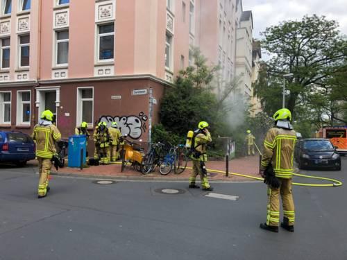 Ein Keller brennt im Stadtteil Linden-Süd