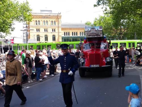 Als schönster Festwagen des diesjährigen Festumzugs  wurde eine historische Drehleiter des Museums der Feuerwehr Hannover beim diesjährigen Festumzug des hannoverschen Schützenfestes, dem größten Schützenfest der Welt, ausgezeichnet.