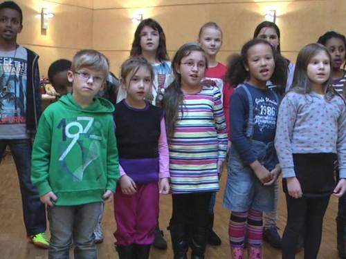 Kinder singen ein Lied