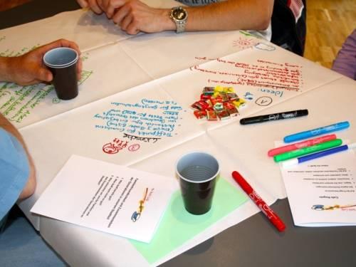 Tisch im Worldcafé bei der Familienkonferenz Bemerode