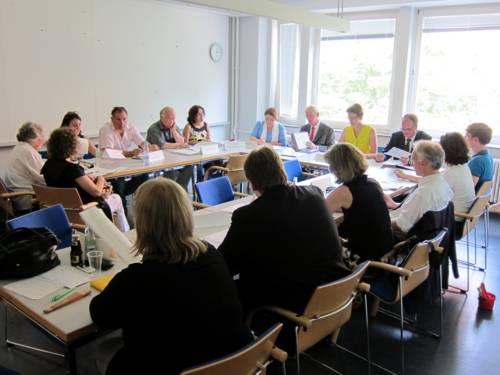 Foto vom Internationalen Ausschuss im Gebäude der Bauverwaltung.