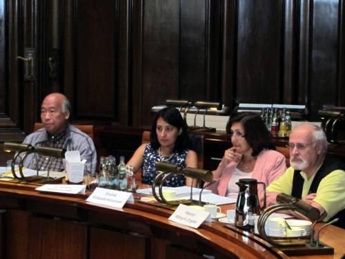(V.l.) Dang Chau Lam, Dr. Dimitra Tekidou-Kühlke, Graciela Guàqueta-Kozonnek und Ratsherr Wilfried Engelke (FDP)