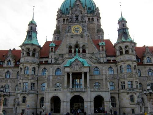 Das Neue Rathaus von vorne.