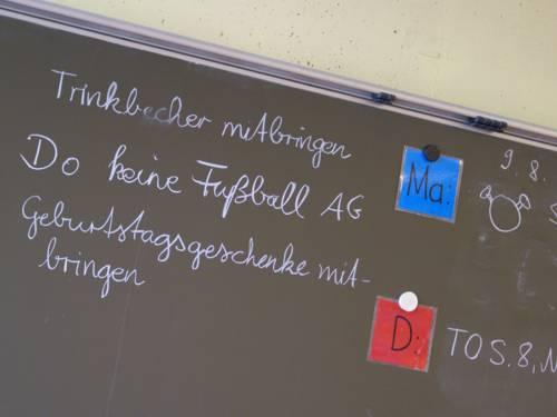 Eine Unterrichtstafel in der Grundschule Feldbuschwende