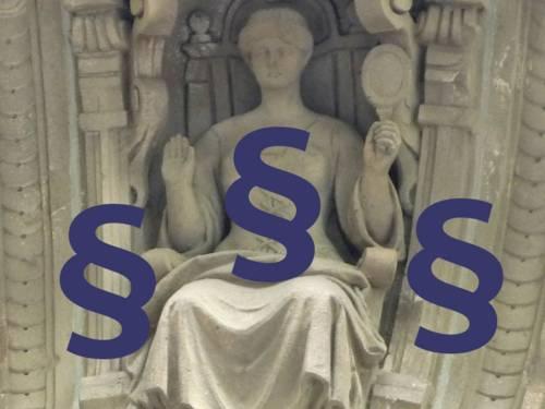 Gerechtigkeitsfigur mit Paragrahenzeichen