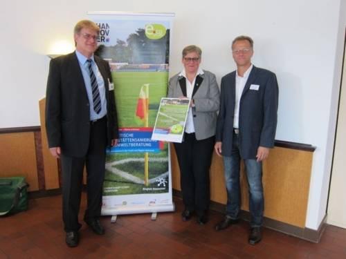 Urkundenübergabe zur Abschlussveranstaltung mit Frau Tegtmeyer-Dette, Hannes Brüll und Reiner Freier