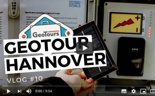 Titelbild zur Geotour Hannover mit einem geöffneten Cache zum Thema Energie im Hintergrund