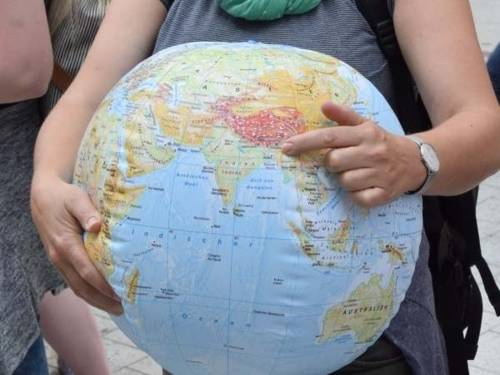 Aufgeblasener Wasserball als Globus