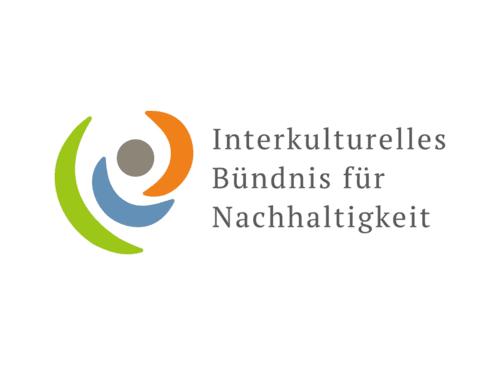 """Grafisches Element mit dem Schriftzug """"Interkulturelles Bündnis für Nachhaltigkeit"""" rechts daneben"""
