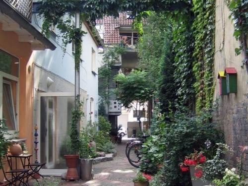 Ein begrünter Innenhof in Linden