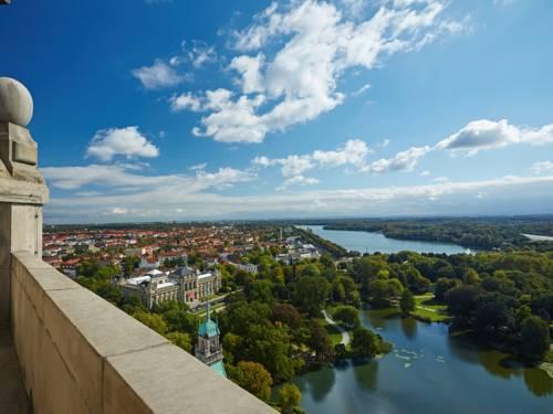 Ausblick von der Rathauskuppel auf den Maschteich, den Maschsee und die umgebenden Stadtteile