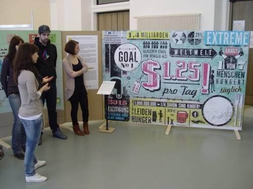 Ausstellung mit Schauwänden zu den Millennium-Entwicklungszielen im Bürgersaal des Neuen Rathauses