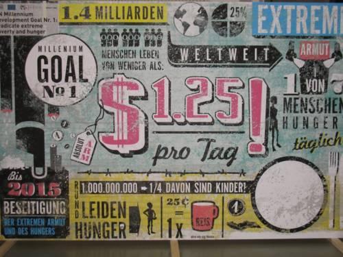 Ausstellungswand, auf der ein Millenniumsziel dargestellt wird: die Beseitigung von Hunger und extremer Armut