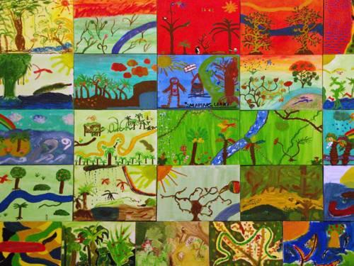 Aneinander gereihte Kinderzeichnungen, die unterschiedliche Interpretationen von Regenwald zeigen
