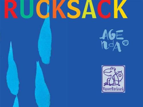 Das Wort Rucksack in bunten Buchstaben auf blauem Grund