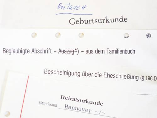Verschiedene übereinandergelegte Urkunden