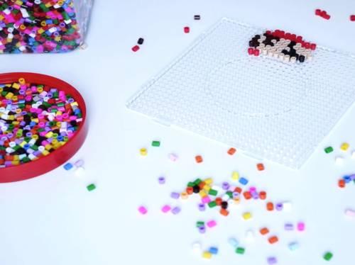 Vielfältig und farbenfroh: Mit Bügelperlen lassen sich nahezu alle Motive umsetzen.
