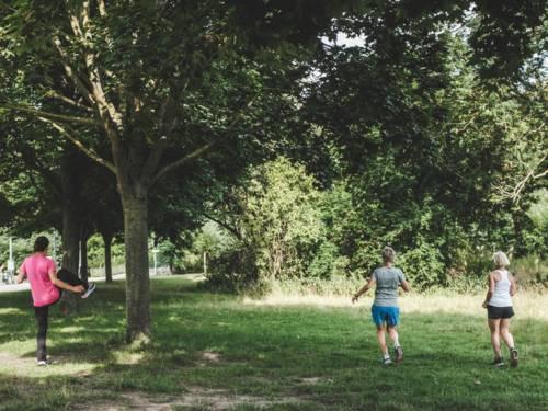 """Trotz Pandemie: """"Sport im Park"""" bietet Bewegung für Jung und Alt."""