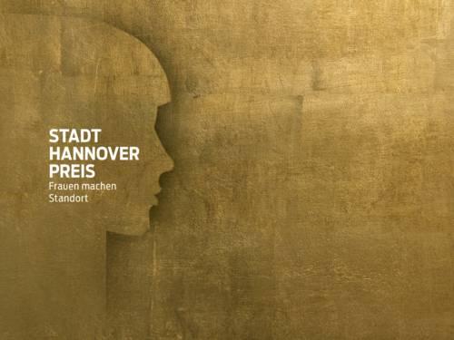 """Goldener Hintergrund, auf dem sich ein Frauengesicht abzeichnet. Darauf steht """"Stadt Hannover Preis Frauen machen Standort""""."""