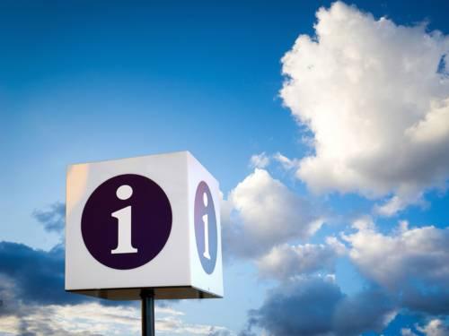 Das i-Symbol als Hinweis für Informationssuchende