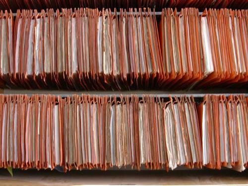 Hängeregistratur gefüllt mit Akten