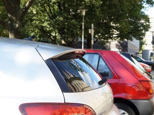 Parkende Kraftfahrzeuge