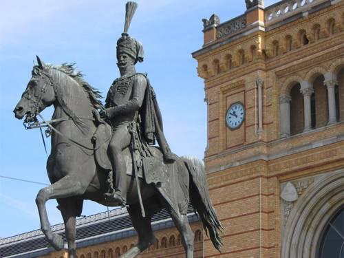 Reiterstatue des hannoverschen Köngs Ernst August auf dem Bahnhofsvorplatz