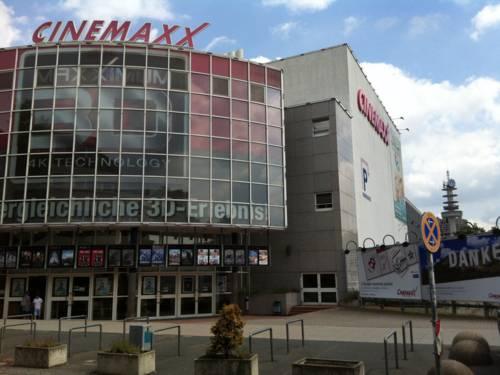 Ein Kinogebäude.