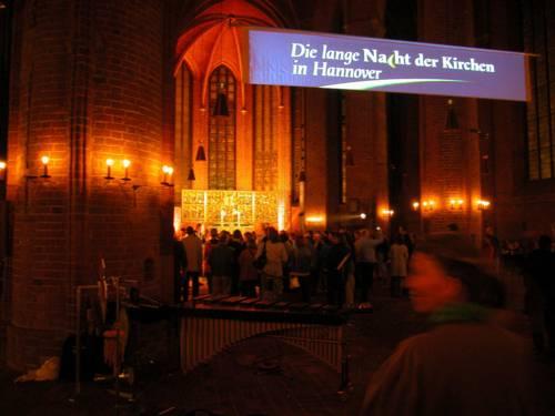 Kirche bei nächtlicher Beleuchtung