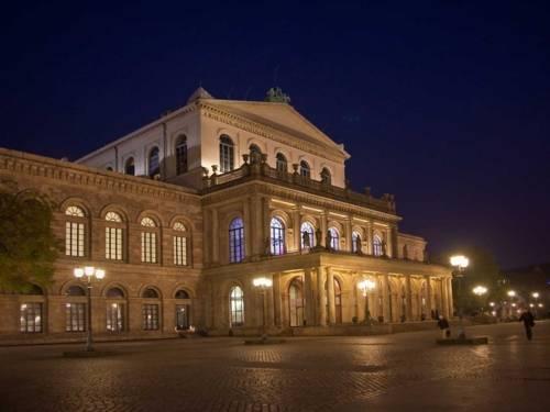 Opernhaus am Abend.