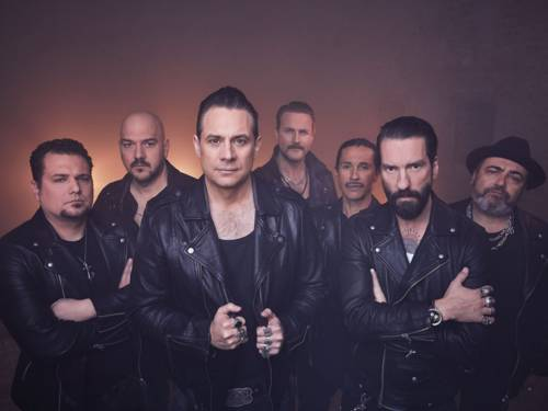 Gruppe von sieben Männern in Lederjacken