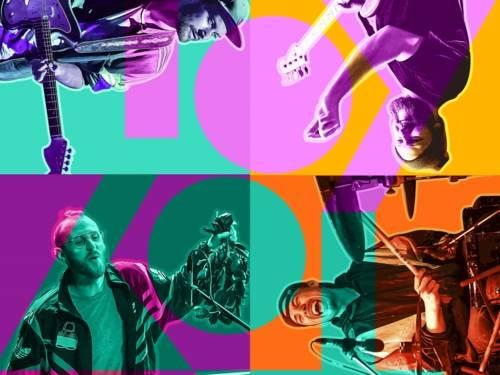 Das Bild ist quadratisch aufgebaut und beherbergt in jedem Quadrat einen Musiker mit seinem Instrument. Das Bild ist farblich hinterlegt und weist den Titelnamen der Band auf.