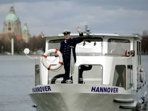 Ein Kapitän auf einem Boot.
