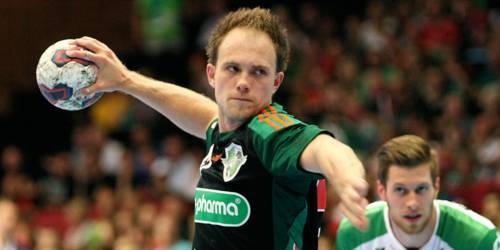 Handballspieler beim Wurf.