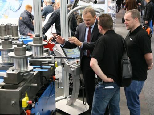 Männer mit Industriemaschinen