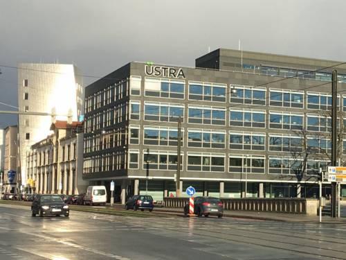 Gebäude mit der Aufschrift ÜSTRA