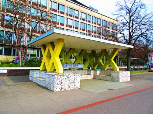 Bushaltestelle am Königsworther Platz vor der Universität.