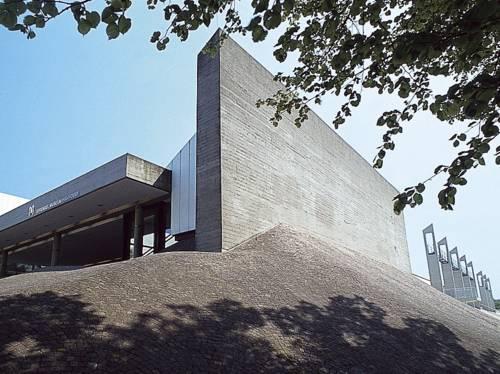 Der Eingang zum Sprengel Museum Hannover am Maschsee