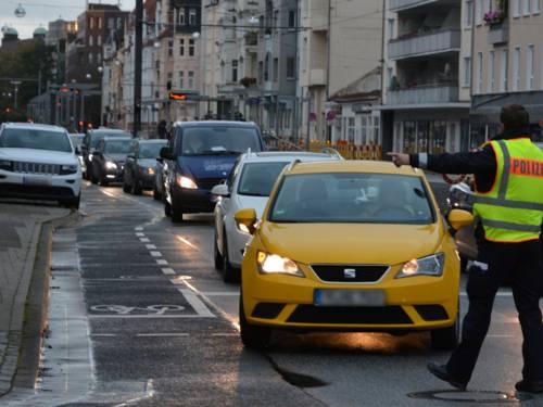 Polizist im Straßenverkehr