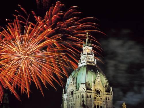 Feuerwerk über Kuppel des Neuen Rathauses
