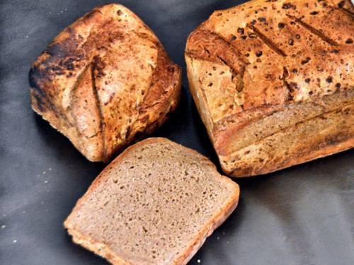 Brotlaib mit abgeschnittener Scheibe